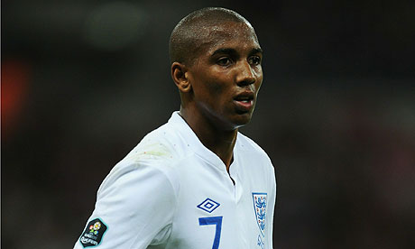 Ashley Young signs for Man United!