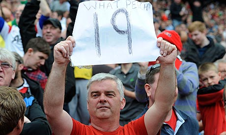 Manchester United supporter holds up 19 banner