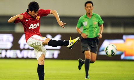 Shinji Kagawa strikes to give Manchester United the lead against Shanghai Shenhua