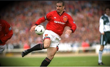 Eric Cantona traps the ball in the 1996 FA Cup final