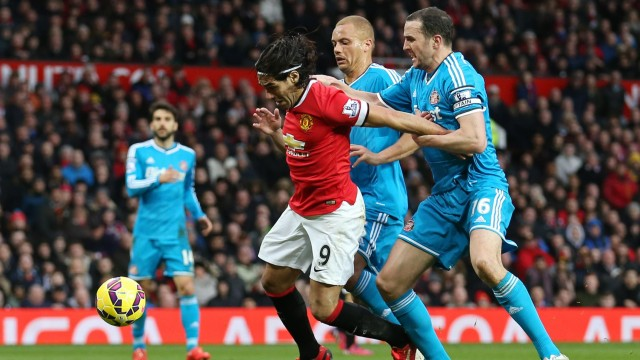Falcao is taken down in the box against Sunderland last season