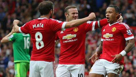 Manchester United top of the league with 3-0 Sunderland win