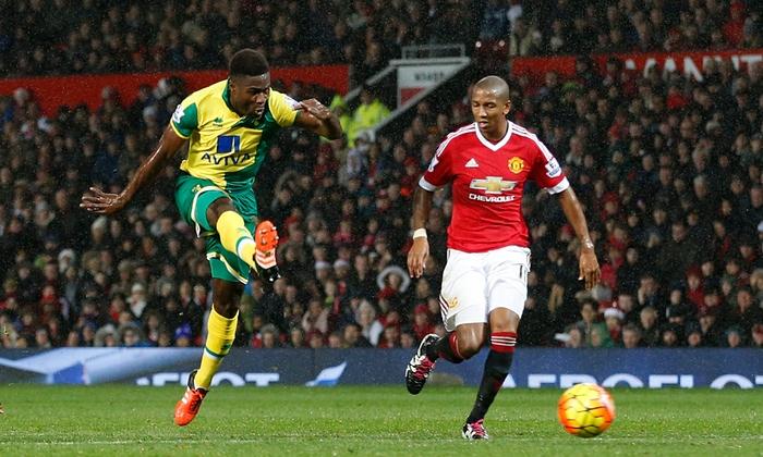 Louis van Gaal clings to United job following Norwich defeat