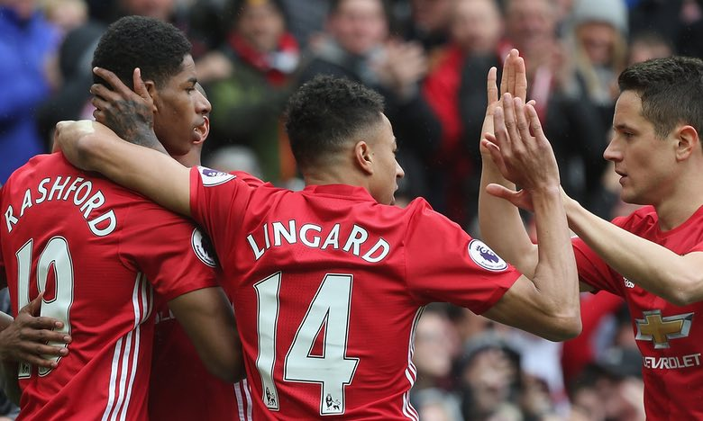 Manchester United scramble 2-2 draw with Arsenal