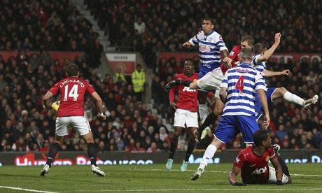 Darren Fletcher of Manchester United scores