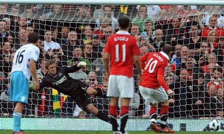 Wayne Rooney scores a penalty versus West Ham